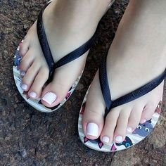 I like girl's feet