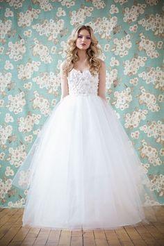 Vestido branco debutante - Veja em http://vestidododia.com.br/vestidos-de-festa/vestidos-brancos-para-debutantes/