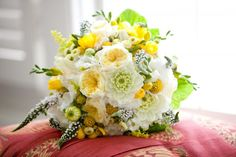 fresh and delicious bouquet!  bright yellow, white, and green