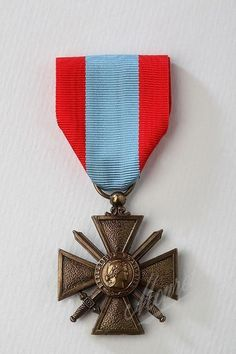napoleonic helena medal with original ribbon the front of the medal read quot napoleon