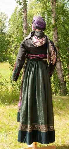 Folk Costume, Costumes, We Wear, How To Wear, Gifts For Photographers, Square Photos, Bridal Crown, Looking For Someone, Photo Checks
