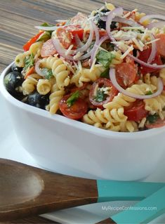 Easy Tuscan pasta salad recipe. Just toss and serve! @Lolly Jane {lollyjane.com}