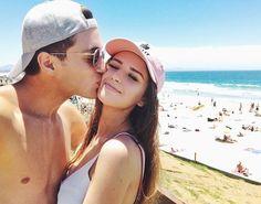 Nosotros vamos a ir a la playa. Te amo