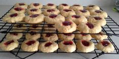 Recette: Galettes à la crème sûre de belle-maman Biscuit Cookies, Fun Cookies, Cookie Bars, Christmas Baking, Cookie Recipes, Muffins, Food And Drink, Sweets, Cooking