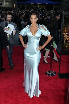 "Nicole Murphy Photos Photos - Nicole Murphy poses for photographs at the premiere of the new film ""Water For Elephants"", held at the Ziegfeld in New York City. - The ""Water For Elephants"" New York Premiere 2 Silk Satin Dress, Satin Skirt, Satin Dresses, Blue Dresses, Classy Gowns, Classy Outfits, Fabulous Dresses, Pretty Dresses, Nicole Murphy"