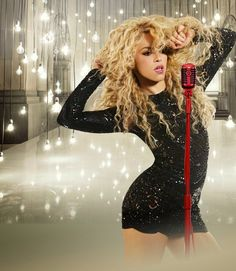Shakira Shakira! If only we all had a body like hers...she's perf!