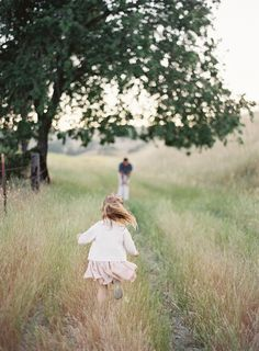 when im a mommy someday (fingers crossed), I want a picture just like this! so adorable.