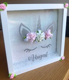 Dieser Artikel ist nicht verfügbar Este artículo no está disponible Personalisierter Shadow Frame, Diy Shadow Box, Marco Ikea, Flower Shadow Box, Paper Flowers Diy, Fabric Flowers, Baby Frame, Frame Crafts, Pink Paper