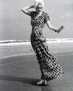 30s print dress, on the beach.Photo by Toni Frissell, Vogue 1939