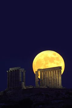 Full Moon Rising against the Temple of Poseidon, Sounion, Greece ~La Luna~ Beautiful Moon, Beautiful World, Beautiful Places, Full Moon Rising, Moon Rise, Stars Night, Stars And Moon, Tutorial Photoshop, Image Nature