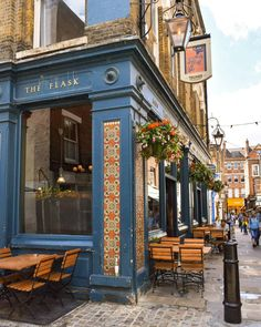 The Flask in Hampstead 😍💙 Bradford England, Hampstead London, London Manchester, Walks In London, Italy Vacation, Cafe Design, Beautiful Architecture, Great Britain, London England