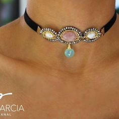 ⚡️⚡️⚡️PG⚡️⚡️⚡️ Choker con cuarzo rosa, perlas, cristal y gota calcedonia azul⚡️⚡️⚡️ Wire Wrapped Jewelry, Wire Jewelry, Beaded Jewelry, Leather Chocker, Ideas Joyería, Wire Necklace, Cool Necklaces, Handcrafted Jewelry, Chokers