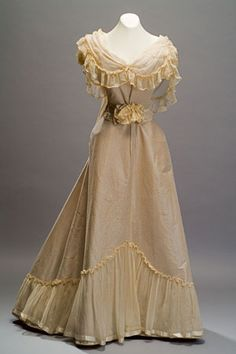 Three Piece Convertible Dress Laferriere (Robes & Manteaux, 28 Rue Tailbout, Paris) Circa 1895 Sewing mixed silk