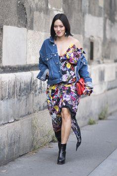 ¿Cualquier cazadora? No, ésta.- ElleSpain Kimono Top, Spring Summer, Denim, Women, Style, Fashion, Vestidos, Cowboys, Trends