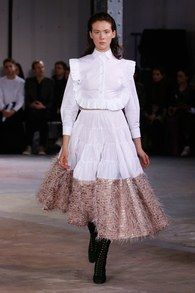 The complete Anaïs Jourden Fall 2018 Ready-to-Wear fashion show now on Vogue Runway. Fashion 2018, Fashion Week, Cute Fashion, Runway Fashion, Paris Fashion, Fashion Dresses, Women's Fashion, Edgy Dress, Vogue