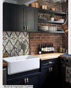 Atualmente queridinha das cozinhas a cuba em louça é super higiênica e confere um toque mais retrô. Quem curtiu?? ou ?? Ad Pinterest/ arqdecoracao @arquiteturadecoracao @acstudio.arquitetura #arquiteturadecoracao #olioliteam #instagrambrasil #decor #arquitetura #adcozinha #kitchen #cozinha