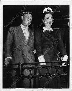 1941 SPLENDIFEROUS Photo of Duke & Duchess of Windsor With Braod Smiles