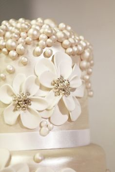 Close up of pearls on a wedding cake #wedding #pearls