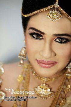How To Do Kandyan Bridal Makeup : 1000+ images about Fashion on Pinterest Saree, Saree ...