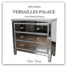 """VERSAILLES PALACE"" er en fantastisk elegant speilkommode fra #classicliving med praktiske skuffer i speil.  Intropris: 6900 kr B: 100 X D:43 X H:905 cm"
