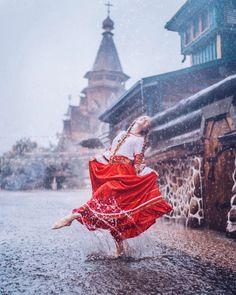 Rain Photography, Photography Poses Women, World Photography, Creative Photography, Portrait Photography, Village Photography, Girl In Rain, I Love Rain, Dancing In The Rain