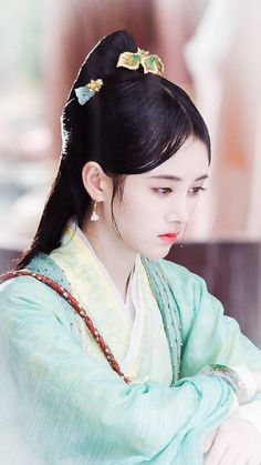 Anatole France, Art Of Beauty, China Girl, Beautiful Bollywood Actress, Cute Hairstyles For Short Hair, Chinese Actress, Chinese Culture, Hanfu, Chinese Clothing