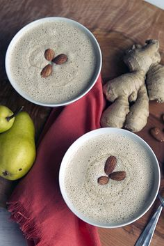 Warm and healthy smoothie recipes for cold mornings. The warm ginger pear smoothie recipe sounds delish!