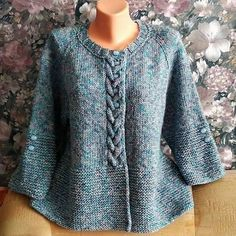 Wie man eine Jacke mit Stricknadeln strickt - Вязание # crochet poncho kids for girls Poncho Knitting Patterns, Knitted Poncho, Dress Sewing Patterns, Knitting Stitches, Knitting Designs, Knitting Socks, Knitting Needles, Knit Cardigan Pattern, Crochet Cardigan