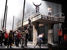 Calixto Bieito zeigt seine Neuinszenierung der Wagner-Oper «Parsifal» in Stuttgart.