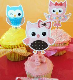 Preciosos imprimibles de búhos gratis para personalizar tus eventos de cumpleaños o Baby Shower. Sólo descarga, imprime, recorta y decora las botellas de agua, los popotes (pajitas), los cupcakes, …