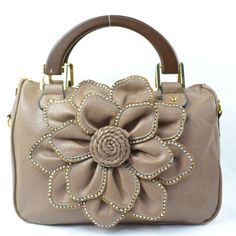 Loving the big Flower on this hand bag