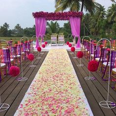 Looking for latest Outdoor Wedding Decorations? Check out the trending images of the best Indian Outdoor Wedding Decoration ideas. Wedding Walkway, Wedding Mandap, Wedding Ceremonies, Outdoor Indian Wedding, Outdoor Weddings, Indian Weddings, Outdoor Ceremony, Mandap Design, Outdoor Table Settings