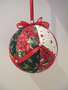 Quilted Christmas Ornaments, Fabric Ornaments, Christmas Origami, Christmas Baubles, Handmade Christmas, Christmas Crafts, Styrofoam Ball Crafts, Christmas Patchwork, Xmas Decorations