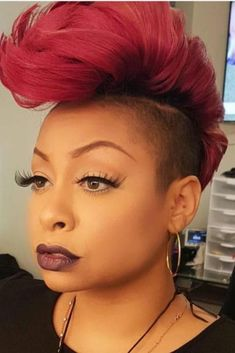 She appears like a female who's not terrified to reveal herself! That red Mohawk is a real statement. #hairstylesforblackwomen #hairstylesforblackwomen❤️ #hairstylesforwomen #shorthair Short Sassy Hair, Short Hair Cuts, Short Hair Styles, Mohawk Hairstyles, Mohawk Ponytail, Baddie Hairstyles, Hairdos, Mohawk Styles, Shaved Hair Designs