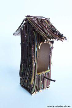 Homemade Bird Houses, Bird Houses Diy, Bird House Feeder, Diy Bird Feeder, Diy Arts And Crafts, Diy Crafts, Milk Carton Crafts, Diy For Kids, Crafts For Kids