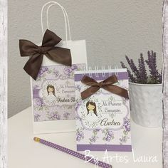 libretas personalizadas para primera comunión y bolsas personalizadas acordes. Place Cards, Gift Wrapping, Place Card Holders, Photo And Video, Gifts, Blog, Signature Book, Cards, Blue Prints