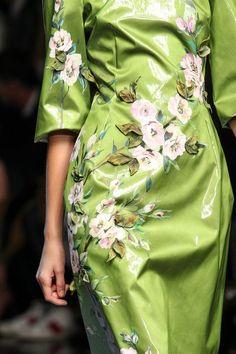 Dolce & Gabbana Spring 2014 Ready-to-Wear Collection - Vogue Floral Fashion, Green Fashion, High Fashion, Fashion Bella, Dolce & Gabbana, Fashion Show Party, Fashion Details, Fashion Design, Creation Couture