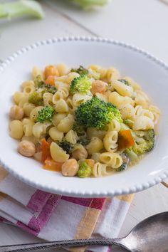 Minestra di pasta, ceci e broccoli: un piatto speciale che scalda il cuore!   [Pasta soup with chickpeas and broccoli]