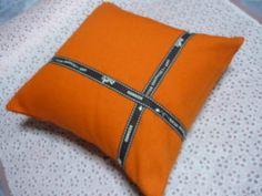 エルメスのリボンを使ってこんなのを作りました。エルメスリボンにはやっぱりオレンジがピッタリう~~~ん・・・自己満足にひたっています。エルメス風手作りクッション