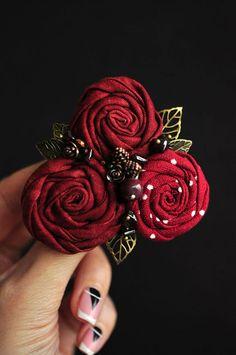 Купить или заказать Брошь 'Винная роза' в интернет-магазине на Ярмарке Мастеров. Брошь 'Винная роза' материалы: ткань, яшма, гранат, фурнитура цвета античной бронзы. размер броши 7,5х7,5см Автор броши моя сестра Светлана Лемешко.