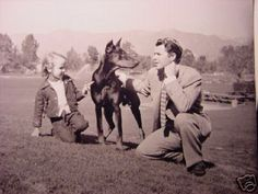 Audie Murphy with child and Doberman