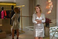 Cris Tamer para NK Store: vestido prata de couro com textura em python. Chique e moderno!