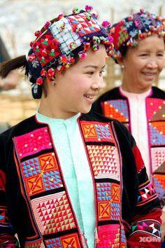 the lo lo Visit Vietnam, Vietnam Travel, Costume Ethnique, Good Morning Vietnam, Beautiful Vietnam, Vietnam Voyage, Beauty Around The World, Woman Smile, International Style