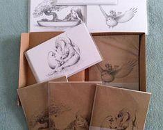 CAJAS REGALO - Adictos a la Escritura - Pack 4 Cuadernos y Postales