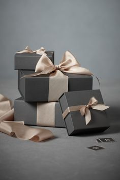 Meaghan Murray --OMG this is amazing. Very simple yet classy. Can you tell I am obsessed with boxes. What am I supposed to be looking at again? Lol