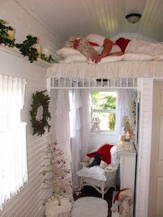 Shabby Chic Tiny Retreat: Dec 24, 2011- a very tiny house.  The pics on this blog are beautiful