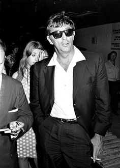 Robert  Mitchum  in  1967, with  his  daughter  Petrine  standing  behind  him.