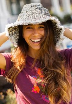 7 Big Beach Hats To Beat The Sun Small Forehead, Floral Bucket Hat, Celebrity Outfits, Celebrity Clothing, Comfy Dresses, Fashion Deals, How To Make Clothes, Outfit Maker, Cute Hats