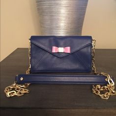 Selling this  Tory Burch Sahara Leather Envelope Cross Body in my Poshmark closet! My username is: saccardi. #shopmycloset #poshmark #fashion #shopping #style #forsale #Tory Burch #Handbags