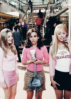 """Regina George (Blond on the far right) from the film """"Mean Girls"""" Regin . - Regina George (Blond on the far right) from the film """"Mean Girls"""" Regin … # - 90s Aesthetic, Bad Girl Aesthetic, Aesthetic Vintage, Aesthetic Photo, Aesthetic Pictures, Aesthetic Fashion, Aesthetic Movies, Clueless Aesthetic, Aesthetic Outfit"""